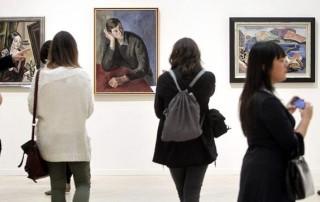 Detalle exposicion de cuadros de Menchu Gal en Sala Kubo de San Sebastián